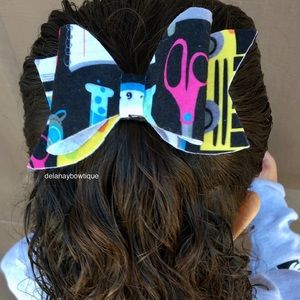 School hair bow 🎀